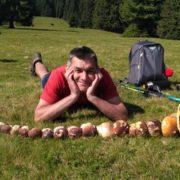 Тихе полювання: прикарпатець похизувався великою кількістю знайдених у Карпатах грибів (фото)
