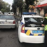 У Франківську Skoda на польських бляхах протаранила патрульний Prius (фото)