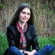 До пошуків зниклої неповнолітньої долучили квадрокоптери і кінологів із собаками (фото)