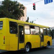 В Івано-Франківську жінка випала з автобуса та отримала травми