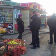 Патрульний має ловити злочинців, а не боротися з бабусями за торгівлю на тротуарі