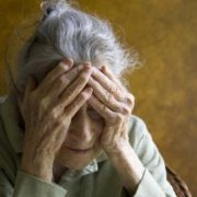Псевдолікарка виманила у пенсіонерів майже сорок тисяч гривень