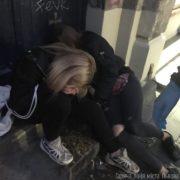 «Допились», – врятували двох дівчат, які знепритомніли через алкогольне сп'яніння (фото)