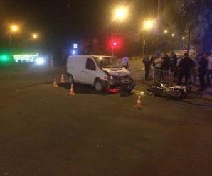 Вночі у Франківську бус збив мотоцикліста