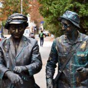 """Дві """"статуї"""" розгулювали Франківськом і катались в тролейбусі"""