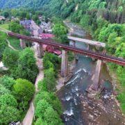 За життя підлітка, який вчора упав із залізничного мосту, борються прикарпатські лікарі