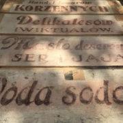 В Івано-Франківську взялися відновлювати старовинні написи на фасадах історичних будинків (фото)