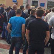 На Львівщині люди перекрили дорогу, яка веде до кордону із Польщею