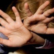 Через безпорядок в домі: На Херсонщині батько жорстоко побив своїх дітей