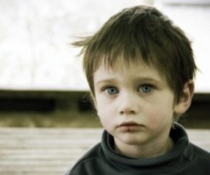 Знайшла хлопчика на зупинці, який замерзав, а потім і маму його – в peaнімaції