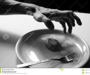 У Франківську літнього чоловіка морять голодом