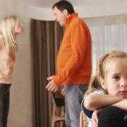 У гніві, жінка вибігла з дому і кинула чоловіка з дітьми, через два дні вона отримала лист