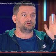 Нардеп у прямому ефірі розцарапав шию громадському активістові (Фото, Відео)