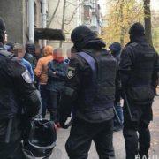 Терпець увірвався: в Урядовому кварталі затримали розлючених активістів зі зброєю і палицями