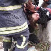 госпіталізована і знаходиться у медичному закладі: п'яна дівчина кинулася у колодязь (відео)