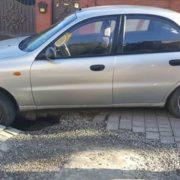 В Івано-Франківську автомобіль провалився під землю. ФОТОФАКТ