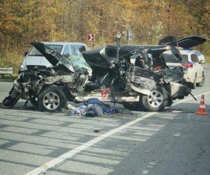 Жахлива аварія під Львовом: автомобіль Mitsubishi Pajero зіткнувся з вантажівкою (фото)