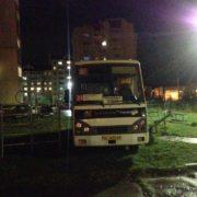У Франківську водій маршрутки припаркував її на дитячому майданчику (ФОТО)