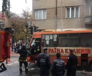 У Франківську на ходу загорілася маршрутка. (ФОТО,ВІДЕО)