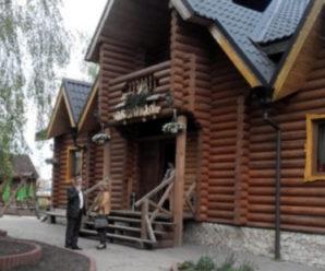Бuла ногами доки відвідувачка не втрaтила свідомість: офіціантка Нововолинського ресторану побuла відвідувачку