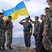 """""""Україна передислокує війська для захисту від Росії"""", — Порошенко"""
