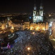 У Чехії масові мітинги з вимогою відставки прем'єра, син якого втік у Крим
