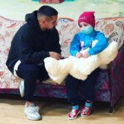 Мрії збуваються: Монатік відвідав онкохвору дівчинку на Прикарпатті