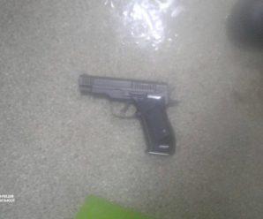 У центрі Франківська затримали нетверезого франківця, який розмахував пістолетом (ФОТОФАКТ)
