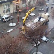 Свято близько: в Івано-Франківську розпочали встановлювати світлодіодні арки (фото)