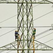 """""""Прикарпаттяобленерго"""" запропонувало сім'ї збудувати високовольтну лінію електропередач за свої кошти"""