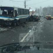 Масштабна ДТП на Прикарпатті: не розминулися дві іномарки і рейсовий автобус, є загиблі (фото)