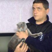 Відкрив очі і нічого не побачив навколо: кішка вpятувала від cмepті українського господаря-pятувальника(відео)