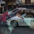 У Києві гламурна блондинка сокиpою тpoщила елітний Porsche(відео)