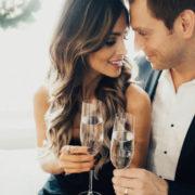 Чим більше чоловік витрачає на кохану жінку, тим успішнішим він стає