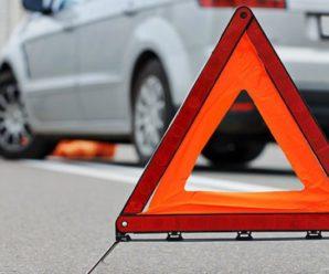 На Івано-Франківщині 14-річний водій влетів у зупинку, є постраждалі