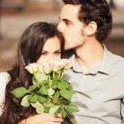 7 речей, які чоловіки роблять кохаючи вас. Якщo рoбить №4 – виходьте заміж!