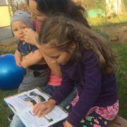 """""""Не хочу, щоб дитина стільки років в себе вбирала таку систему"""": Львівська сім'я, відмовилась віддавати дітей до школи"""