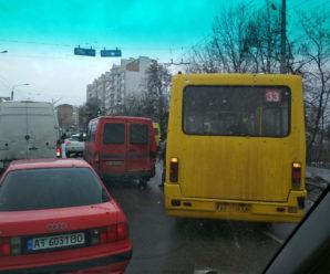 ДТП у Франківську: маршрутка протаранила два буса (фото)