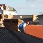 Франківські рятувальники знімали з даху 13-річного підлітка