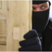 На Франківщині зловмисники вкрали в чоловіка 1300 доларів, а у літньої жінки – телевізор і телефон