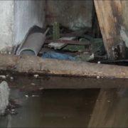 На Волині підвал багатоповерхівки заливає фекаліями. Мешканці просять допомоги у влади міста