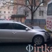 У Франківську Volkswagen врізався в маршрутку (фото)