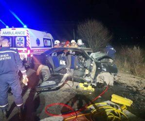 На автодорозі Мукачево-Рогатин в аварії загинуло двоє людей, ще двох госпіталізовано. ФОТО