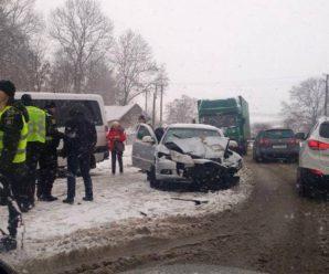 ДТП на Прикарпатті: мікроавтобус протаранив легковик (ФОТО)