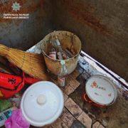 Бруд та алкоголь: у Львові поліція забрала однорічну дитину від п'яних батьків (фото)