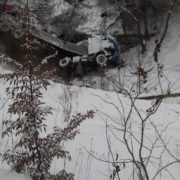 ДТП на Прикарпатті: фура злетіла з дороги у прірву (фото)