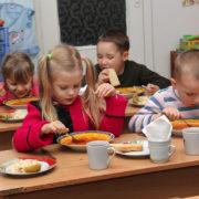 На Прикарпатті з їдалень шкіл і садків вилучили 570 кілограмів неякісних продуктів