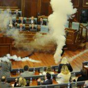 У Косові депутати забарикадувалися у стінах парламенту і вимагають приїзду євромісара