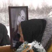 """""""Навіть у хуртовину мати приходить на кладовище"""": Жінка в одну ніч втратила дочку і ненароджену онучку"""
