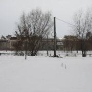В Івано-Франківську неподалік міського озера споруджують будівельний паркан (фото)